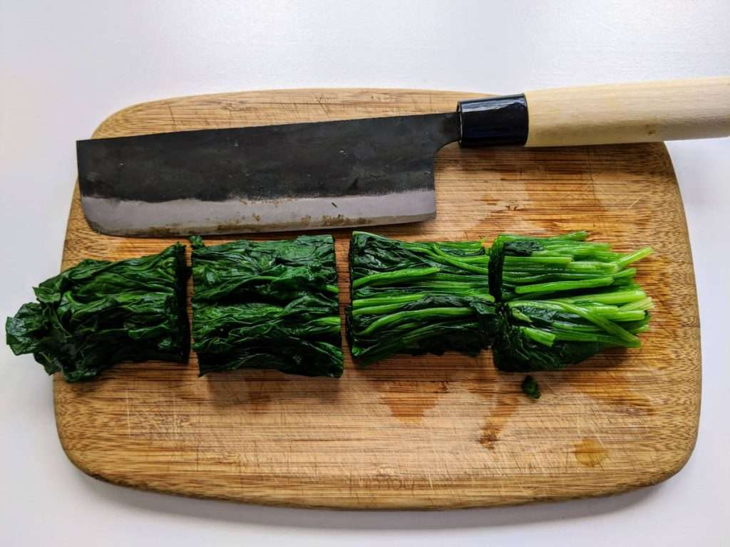 Spinach with Sesame Cutting