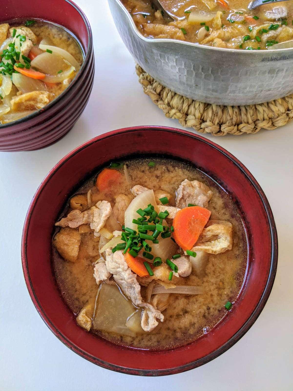 Butajiru_Two Bowls and a Pot